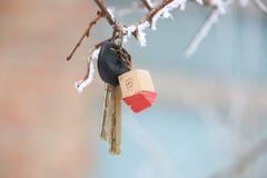 Huissleutels met Huis Keychain Stock Afbeeldingen
