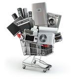 Huistoestellen in het boodschappenwagentje Elektronische handel of online shopp Stock Afbeeldingen