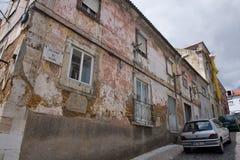 Huisvestende ruïnes in Lissabon stock foto's