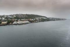 Huisvesting op de ingang aan Stavanger Noorwegen royalty-vrije stock afbeelding