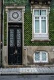 Huisvoorgevel in Porto, Portugal royalty-vrije stock foto's