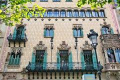 Huisvoorgevels in Barcelona, Spanje royalty-vrije stock afbeelding