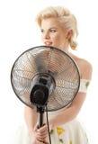 Huisvrouw die met ventilator pop ster speelt Royalty-vrije Stock Foto