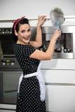 Huisvrouw het schoonmaken Stock Fotografie