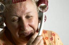 Huisvrouw op de telefoon royalty-vrije stock afbeelding