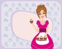 Huisvrouwen dienende chocolade cupcakes Stock Afbeeldingen