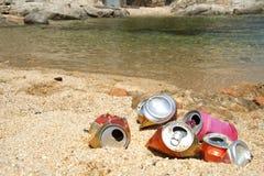 Huisvuil op het strand Stock Foto's