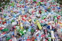 Huisvuil plastic flessen Stock Foto