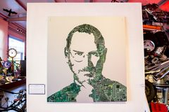 HUISVUILmuseum ` MU-MU `, RUSLAND - OKTOBER 2016: Steve Jobs van elektronische raad stock fotografie