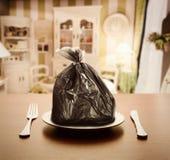 Huisvuilpakket in plaats van voedsel Royalty-vrije Stock Foto's