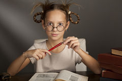 Huit années de fille avec des livres Photos libres de droits
