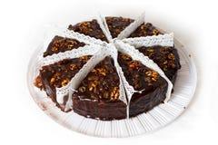 Huit parties de gâteau de chocolat avec des noix. Images libres de droits