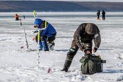 Huitième championnat de pêche de glace du monde dans la région de Kharkiv, Ukraine les 5-6 février 2011 Photos stock