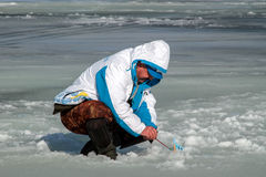 Huitième championnat de pêche de glace du monde dans la région de Kharkiv, Ukraine les 5-6 février 2011 Image libre de droits