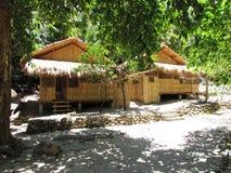 Huizen bij Mangyan-Dorp - Puerto Galera stock foto