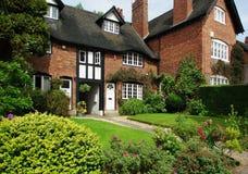 Huizen in Bournville-Dorp, Birmingham, het UK Stock Afbeeldingen