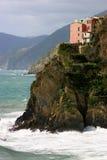 Huizen in Cinque Terre op klip Stock Foto