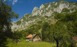 Huizen in de bergen Royalty-vrije Stock Foto's
