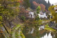Huizen in de rivier Stock Afbeeldingen