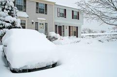 Huizen in de stad tijdens Grote Sneeuwstorm Stock Foto's