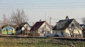 Huizen in de stad van Pechoriy, het gebied van Pskov stock fotografie