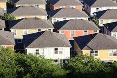 Huizen in de voorsteden Royalty-vrije Stock Afbeeldingen