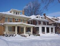 Huizen in de winter Royalty-vrije Stock Afbeeldingen