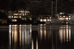 Huizen dichtbij de waterkant in Stockholm Stock Afbeeldingen