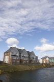 Huizen door het meer Royalty-vrije Stock Foto