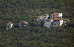 Huizen in een heuvel stock foto's