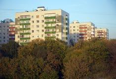 Huizen in een woondistrict na belangrijke revisie stock afbeeldingen