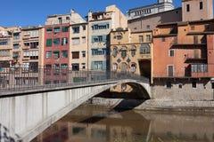 Huizen en de Brug van Gomez in Girona Stock Foto