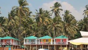 Huizen en hutten op het Palolem-strand stock video
