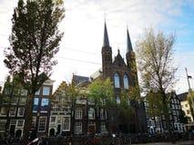 Huizen en markten van de stad van Amsterdam, in Holland, Nederland royalty-vrije stock afbeeldingen