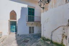 Huizen en stegen van de stad van Amalfi, op de Amalfi Kust, binnen stock foto's