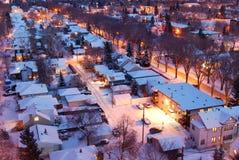 Huizen en straten in een de winternacht Royalty-vrije Stock Foto's