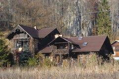Huizen in het Bos met Bomen, Ojcow, Polen, 10 29 2005 Stock Foto's
