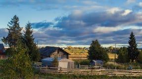 Huizen in het Russische platteland Royalty-vrije Stock Fotografie