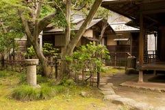 Huizen in japaneese tuin sankei-Sankei-en Stock Foto's