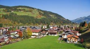 Huizen in Kirchberg in Tirol - Kitzbuhel Oostenrijk Royalty-vrije Stock Afbeeldingen