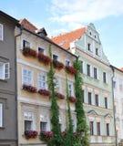 Huizen met bloemen, Praag, Tsjechische Republiek, Europa Royalty-vrije Stock Afbeeldingen
