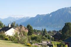Huizen met een mening van Meer Genève Stock Foto
