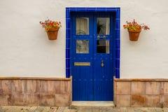 Huizen met typische kleuren van Andalusia stock foto's