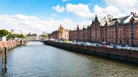 Huizen op banken van Binnenhafen-kanaal in Hamburg Stock Foto