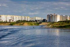 Huizen op de banken van de rivier Royalty-vrije Stock Fotografie