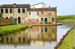 Huizen op de rivier Stock Afbeeldingen
