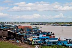 Huizen op de rivier Stock Foto