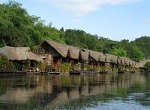 Huizen op de rivieroever Royalty-vrije Stock Foto