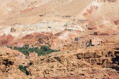Huizen op de rotsachtige Atlasberghelling Royalty-vrije Stock Fotografie