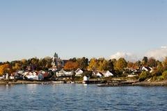 Huizen op een eiland in de fjord van Oslo Stock Foto